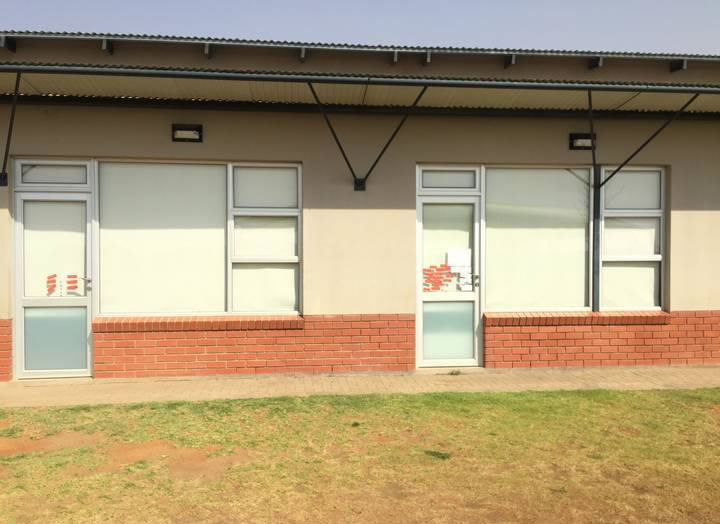 Notice how these roller blinds installed at Varsity Kids Bloemfontein not only ensures privacy for the students, but also completely blocks out the sun.