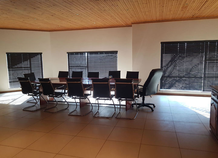 The boardroom at Spur offices in Bloemfontein covered with 50mm Ecowood Blinds. Ecowood or Plaswood Blinds have a wooden feel to it, but its synthetic nature protects it against direct sunlight.